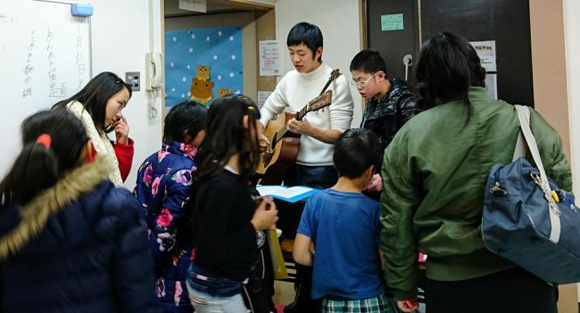外国籍の子ども達と合唱の練習をしました